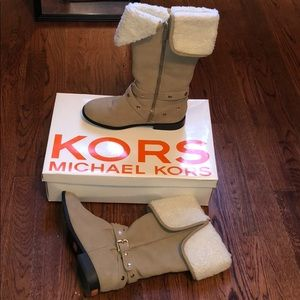 Michael Kors cream winter boots with fur inside